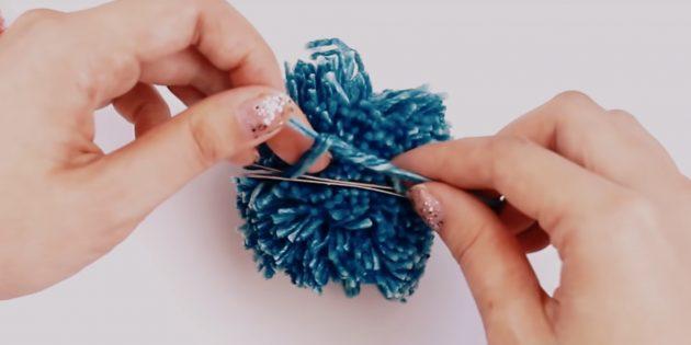 Как сделать помпон: перевяжите нитки