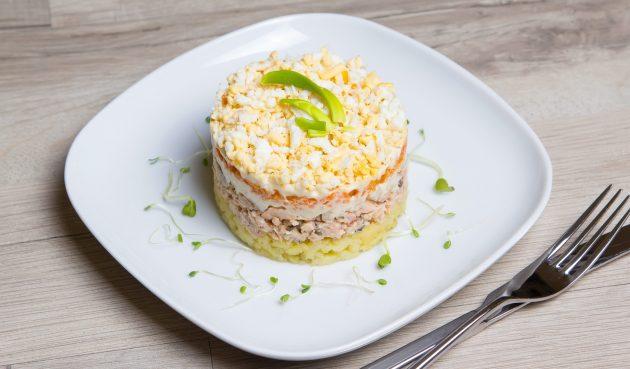 Салат «Мимоза» с картофелем, морковью и сыром