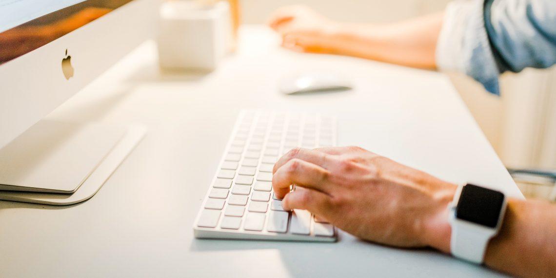 10 нелепых фейлов на работе и в деловой переписке - Лайфхакер