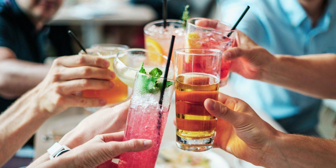 От каких напитков более вероятно похмелье - Лайфхакер
