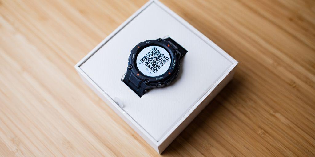 Часы Amazfit T-Rex в коробке