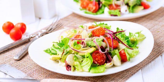Салат с моцареллой, авокадо и черри: простой рецепт