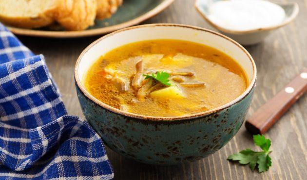 Суп с вёшенками, стручковой фасолью и зелёным горошком