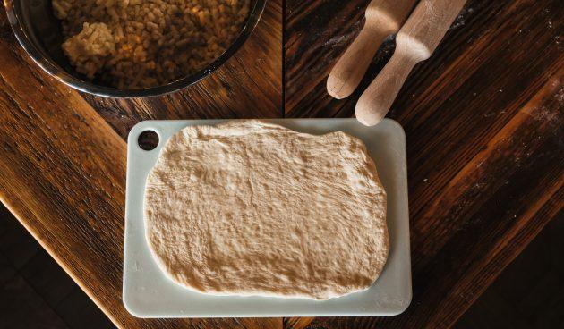 Как приготовить хачапури по-аджарски: раскатайте тесто