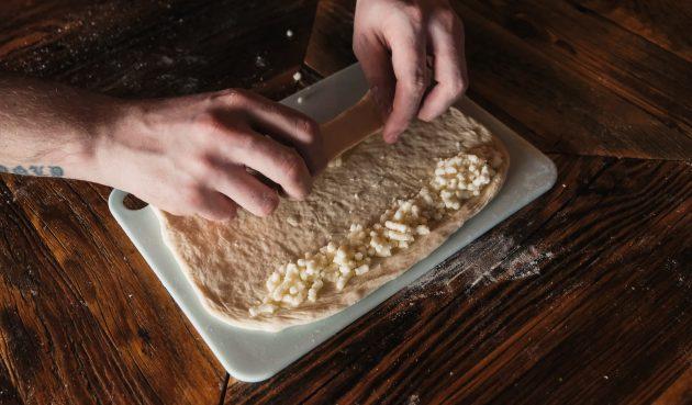 Как приготовить хачапури по-аджарски: заверните каждый край так, чтобы начинка была спрятана