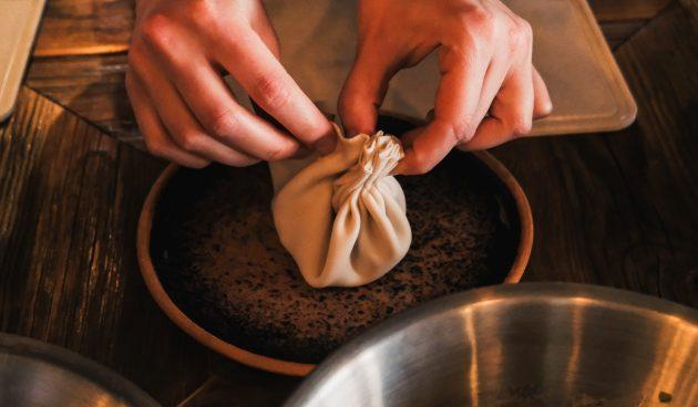 Рецепт хинкали: начните собирать тесто гармошкой