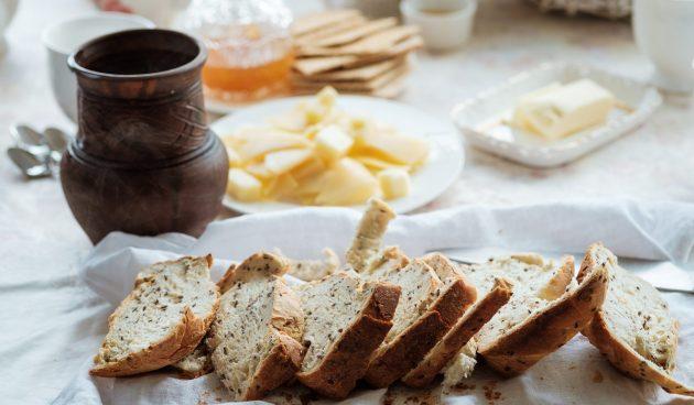 Хлеб с семечками льна и подсолнуха в духовке