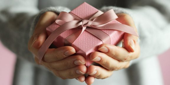 15 нормальных подарков на 8 Марта
