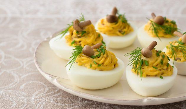Фаршированные яйца с сырным кремом