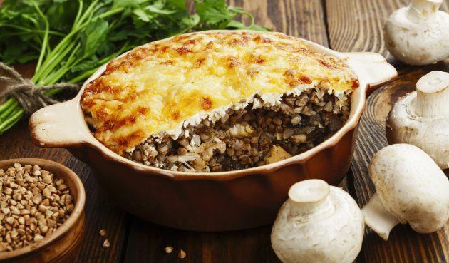 Запеканка из гречки с курицей, грибами и сыром