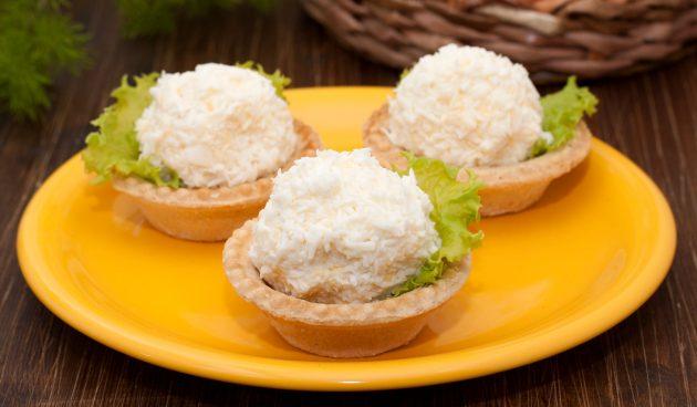 Тарталетки с сыром, яйцами и чесноком
