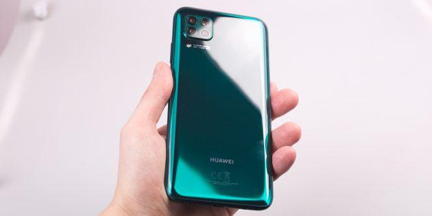 Huawei P40Lite: края экрана не изогнуты