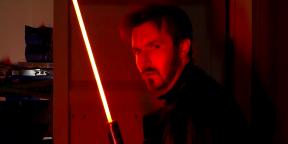 Видео дня: дуэль на настоящих световых мечах