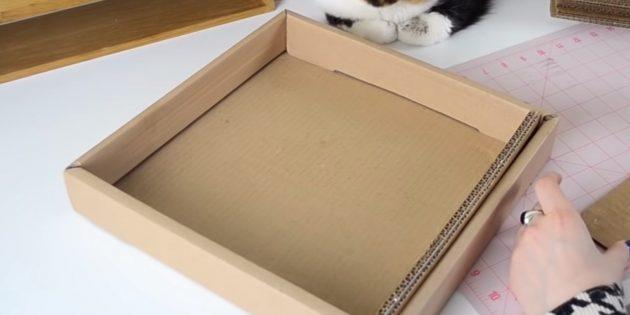Когтеточка для кошки своими руками: вставьте склеенные полосы в коробку