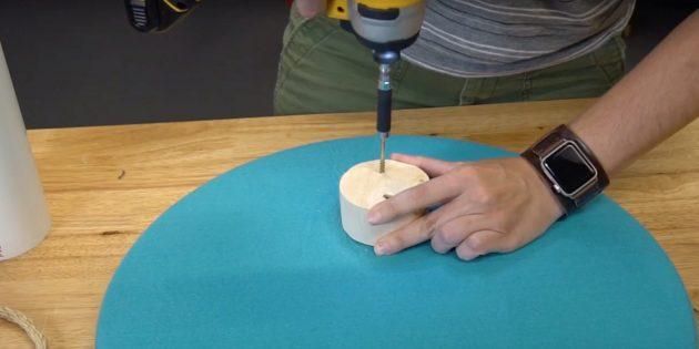 Как сделать когтеточку для кошки своими руками: прикрутите деревянную деталь