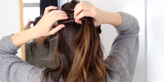 Соберите волосы в хвост