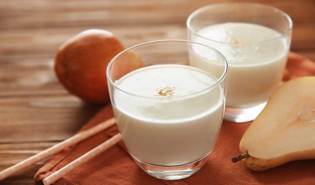 Смузи с грушей, молоком и мороженым