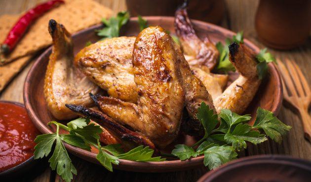 Жареные куриные крылья с соевым соусом и сметаной