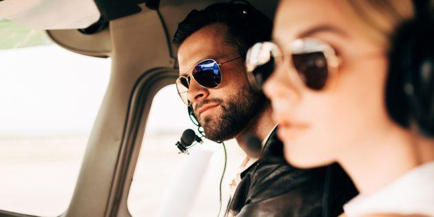 Что подарить на 8Марта: полёт на самолёте