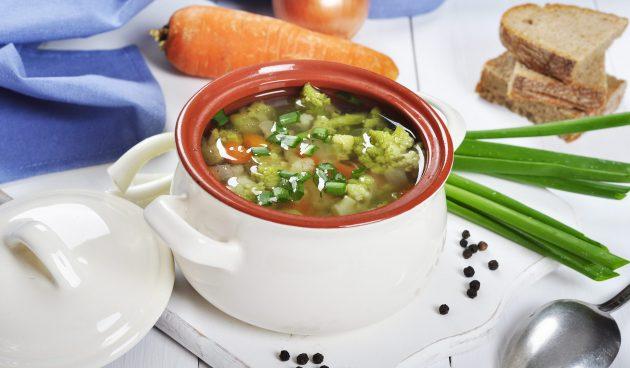 Постный суп с фасолью, брокколи и грибами