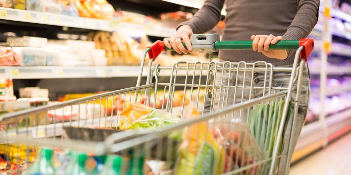 Опрос: запасаться ли продуктами из-за коронавируса?