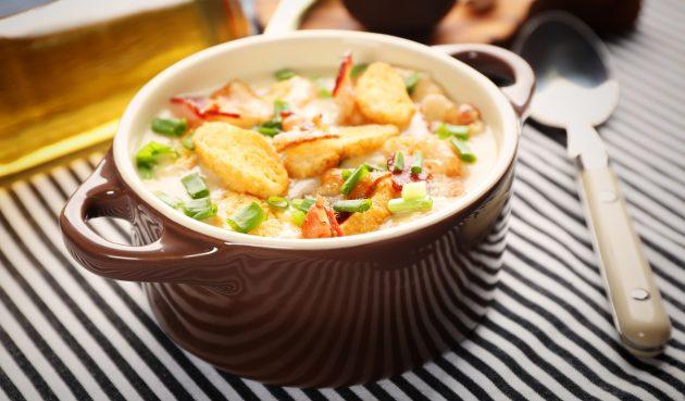 Сырный суп с колбасой, ветчиной и беконом