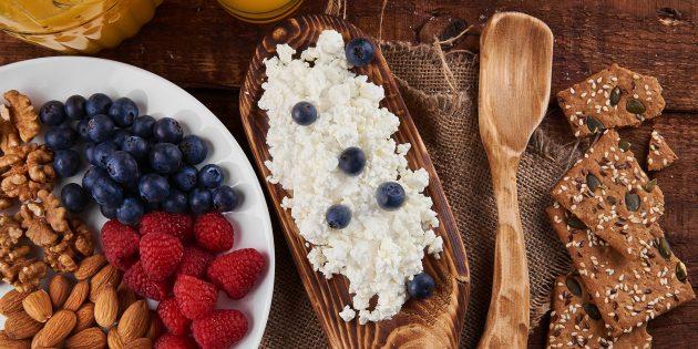 Вредные пищевые привычки можно заменить полезными, например включить в рацион творог