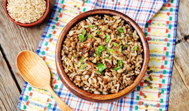Муджадара — рис с чечевицей и жареным луком