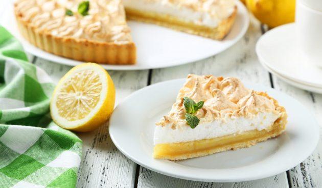 Лимонный пирог со сливками и меренгой