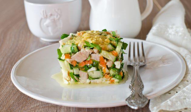 Салат с курицей, огурцами и яйцами