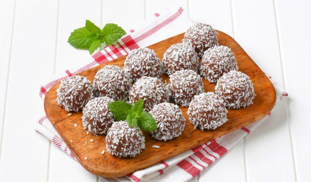 Ромовые шарики с кокосовой стружкой