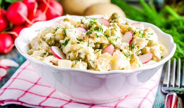 Салат с редиской, яйцами, картошкой и горошком