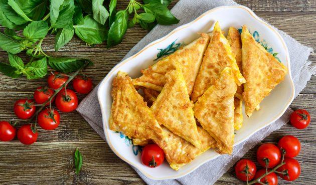 Конвертики из лаваша с сыром и колбасой