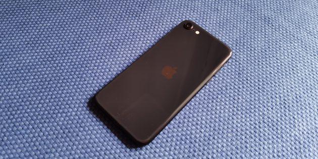 iPhone SE 2020: спинка