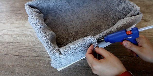 Как сделать лежанку для кошки своими руками: приклейте ткань