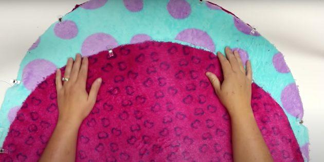 Лежанка для кота своими руками: вырежьте круглые заготовки и соедините