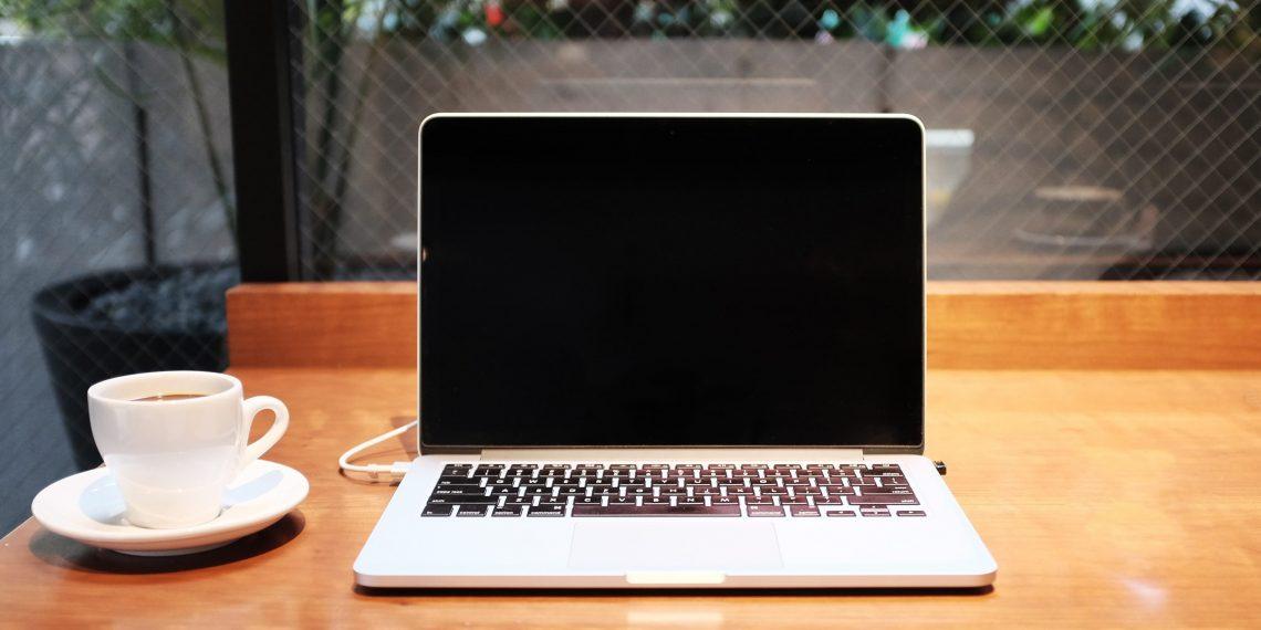 Как продезинфицировать экран и клавиатуру ноутбука