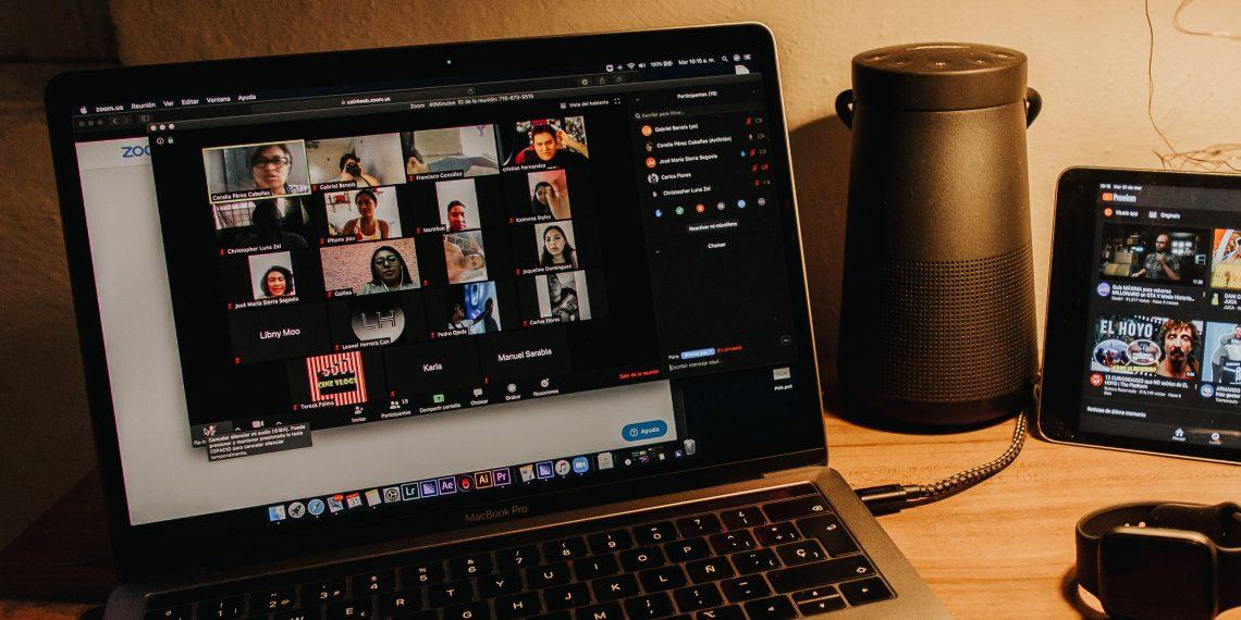 В Zoom новый тренд — немые видеоконференции