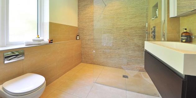 Ремонт ванной: выберите нескользкую плитку для пола