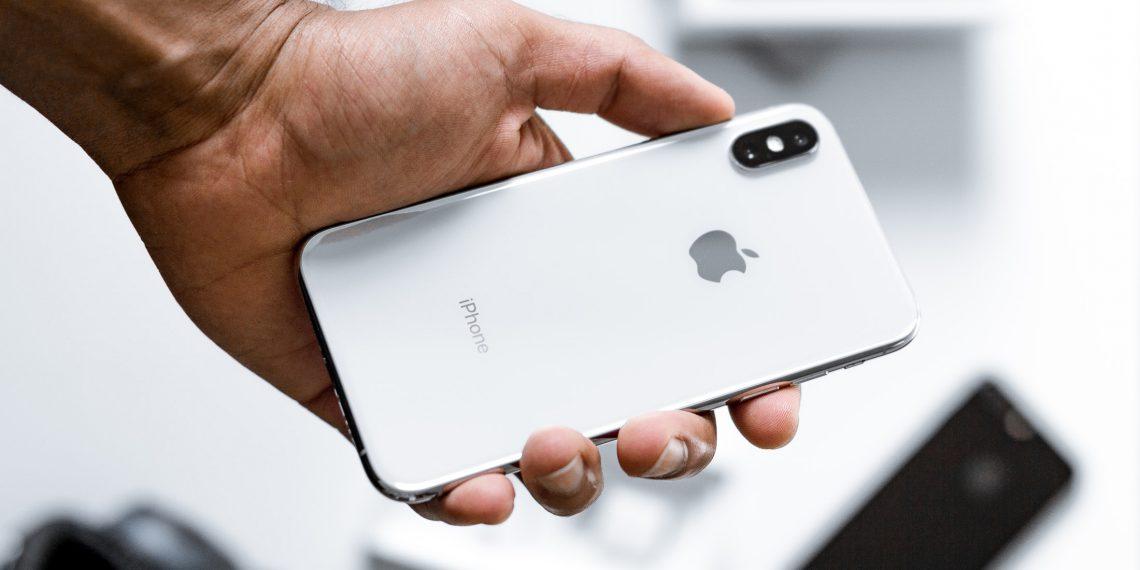 Цена дня: iPhone XS за 45820 рублей вместо 52990