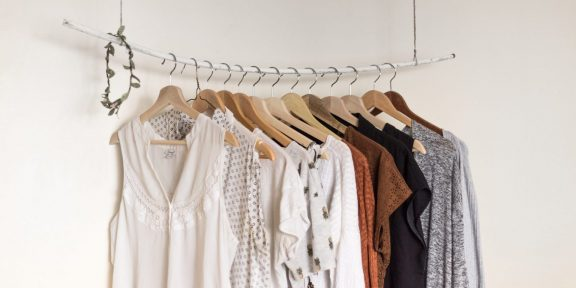 Как навести порядок в гардеробе раз и навсегда: метод Мари Кондо