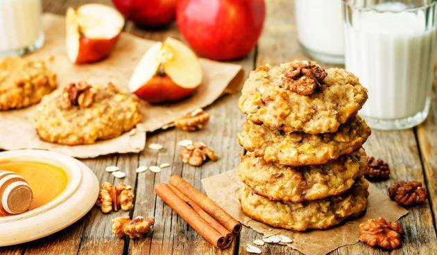 Овсяное печенье из цельнозерновой муки с яблоком