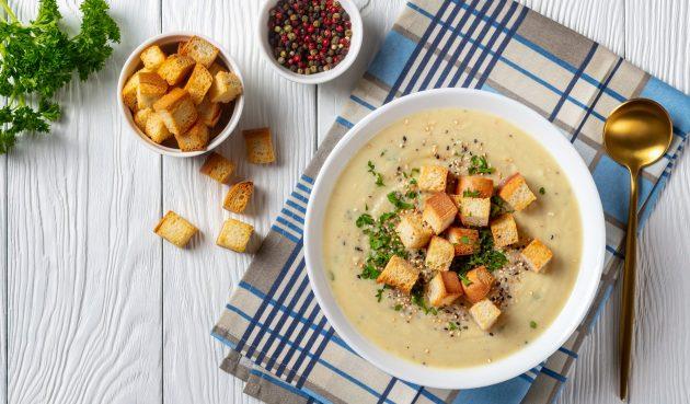 Сырный крем-суп с овощами и соевым соусом
