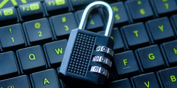 Как зашифровать содержимое диска или флешки на Windows и macOS