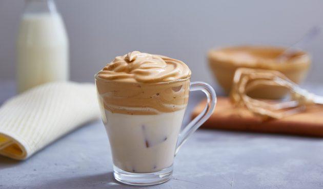 Дальгона-кофе с карамелью и апельсином