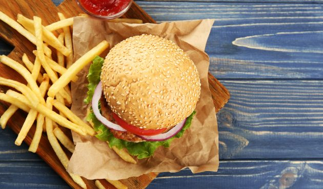 Фишбургер с котлетой из консервированного тунца