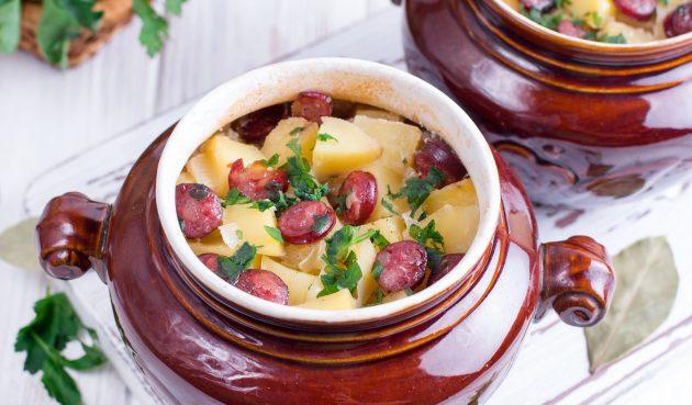 Картошка в горшочке с охотничьими колбасками