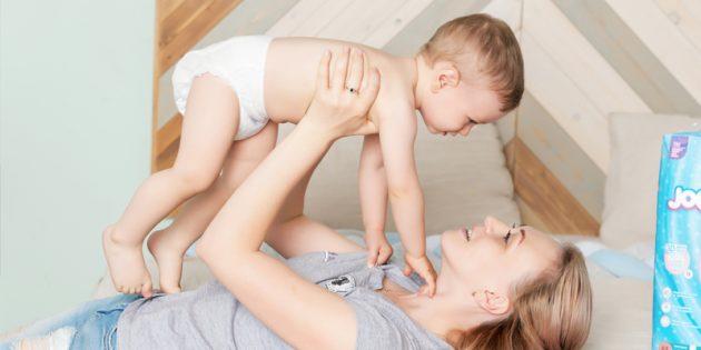 Бестактные вопросы родителям часто задают о подгузниках