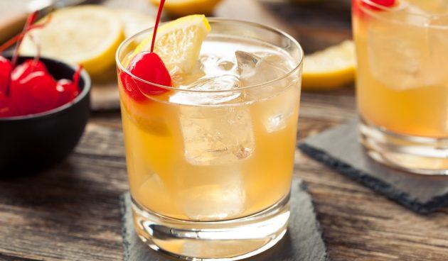 Алкогольный коктейль «Виски сауэр»