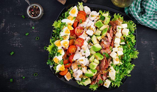Кобб-салат с индейкой, сыром и горчичной заправкой